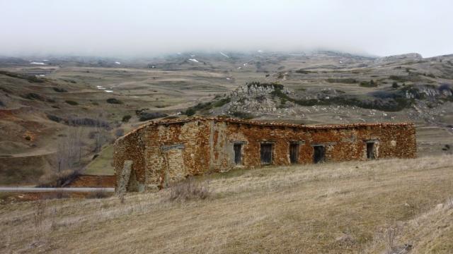Mas de la Cofradía detras la Hoya Roquetas