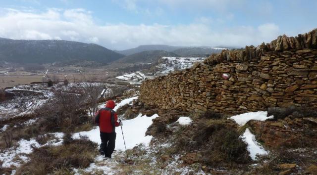Los muros de piedra seca nos acompañan en la vuelta a casa